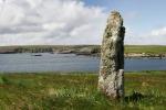 Foto van een standing stone, Fetlar, Shetland