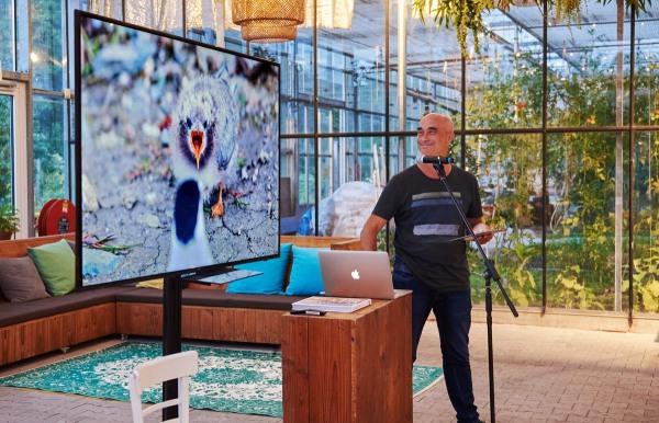 Foto van Sijmen Hendriks tijdens een lezing over 'Turn the tide'