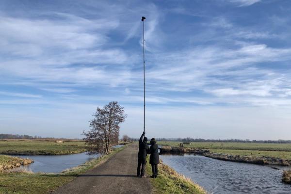 Foto van een fotograaf met een photomast in Polder Den Hoek, Krimpenerwaard